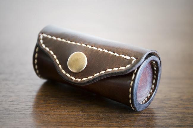 Dispensador de bolsas de cuero